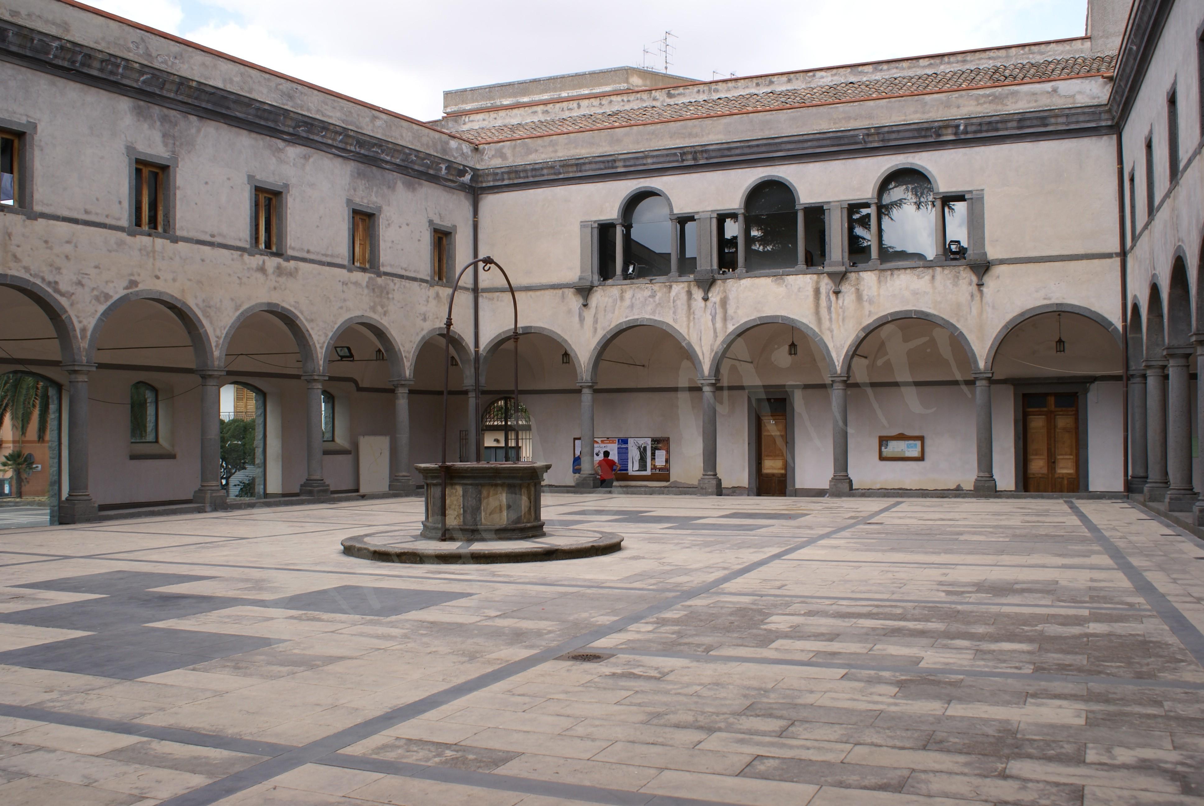 Chiostro del palazzo comunale