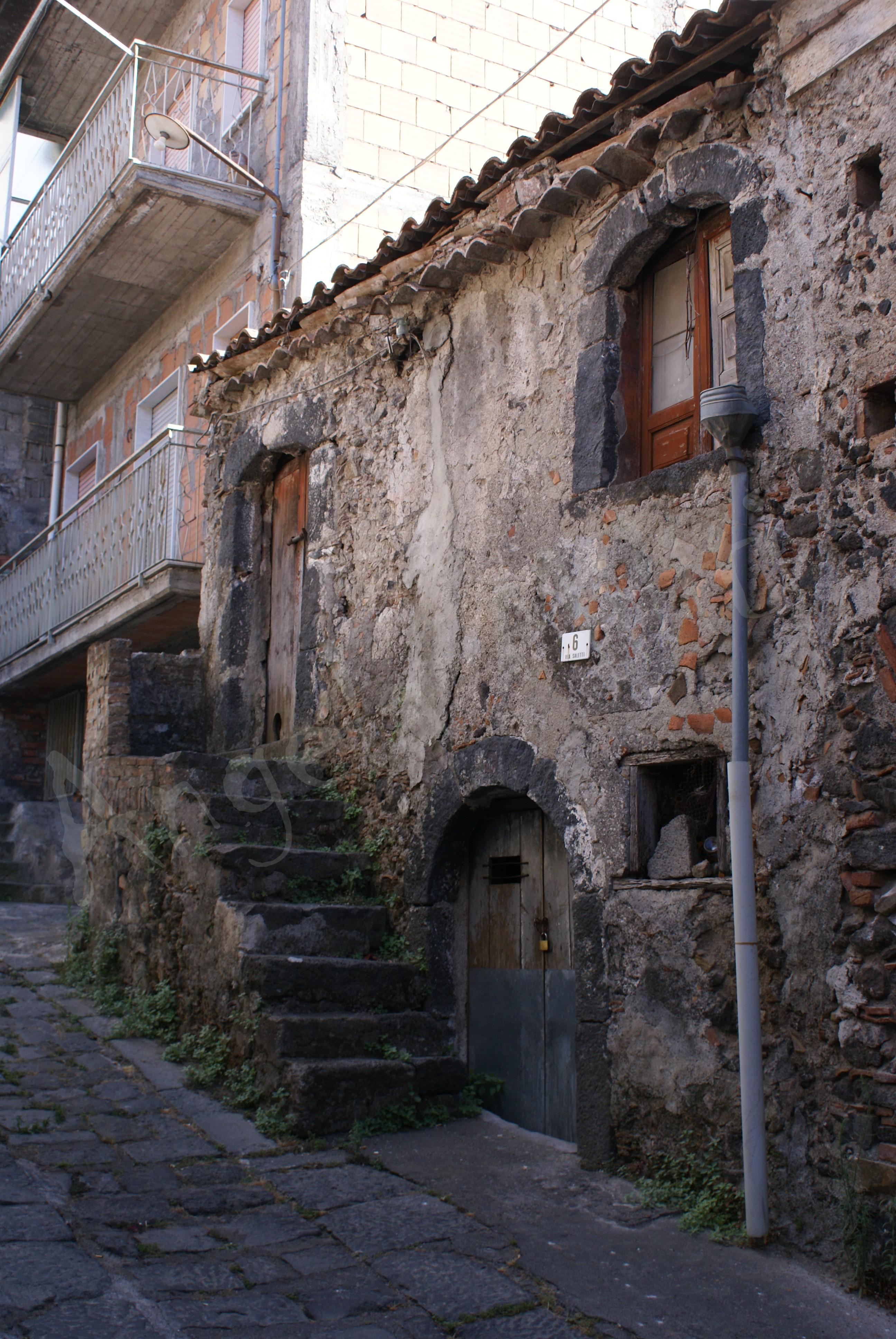 Via Saletti, casa