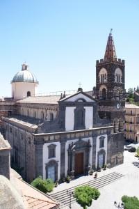chiesa San Martino con campanile vista dal castello svevo